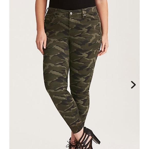 9c75d5651ce NWT Torrid Size 26 camo Pants